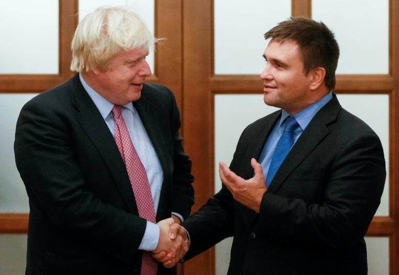 Britain's Foreign Secretary Boris Johnson (L) shakes hands with Ukraine's Foreign Minister Pavlo Klimkin during a meeting in Kiev, Ukraine, September 14, 2016.  REUTERS/Valentyn Ogirenko