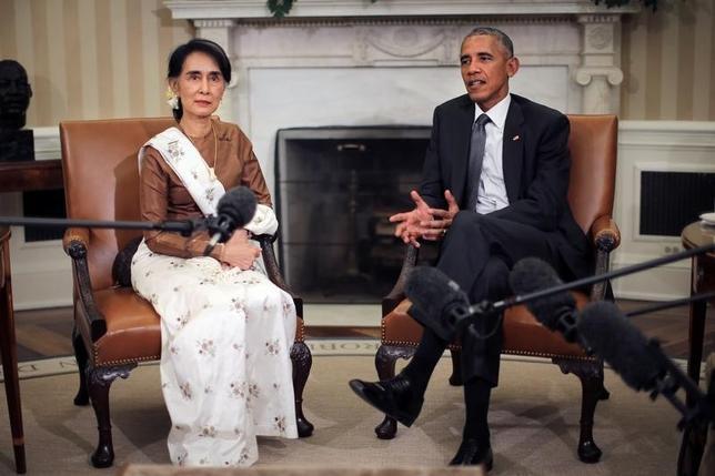 9月14日、米国のオバマ大統領は、ミャンマーのアウン・サン・スー・チー国家顧問兼外相と会談、同国への経済制裁を追加緩和する用意を表明した。ホワイトハウスで会談する両者(2016年 ロイター/Carlos Barria)