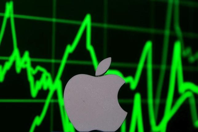 9月14日、米株式市場でアップル株が年初来高値を更新し、時価総額が6000億ドル台を回復した。4月撮影(2016年 ロイター/Dado Ruvic)