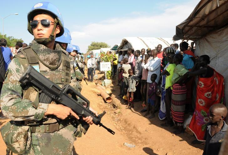 A U.N. peacekeeper stands guard at a demonstration by people displaced in the recent fighting, during a visit by the United Nations Security Council, delegation to the UN House in Jebel, near South Sudan's capital Juba, September 3, 2016. REUTERS/Jok Solomun