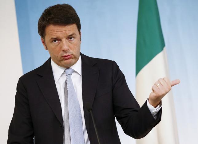 9月15日、イタリアのレンツィ首相は、憲法改正の是非を問う国民投票の期日を決定するため、26日に会合を開くことを明らかにした。写真はローマで2015年10月撮影(2016年 ロイター/Tony Gentile)
