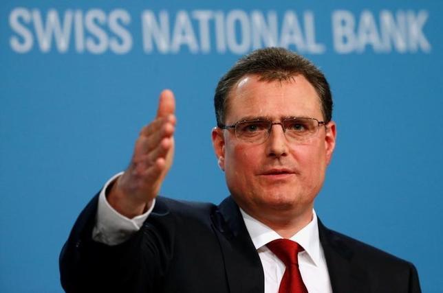 9月15日、スイス国立銀行(中央銀行)のジョルダン総裁(写真)は、マイナス金利政策について、修正しても金融機関への打撃は緩和されないと述べて正当性を主張した。6月撮影(2016年 ロイター/Ruben Sprich)