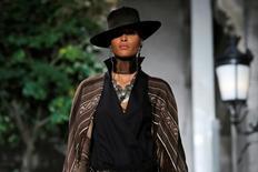 Modelo desfila coleção de Ralph Lauren em Nova York. 14/9/2016.  REUTERS/Andrew Kelly