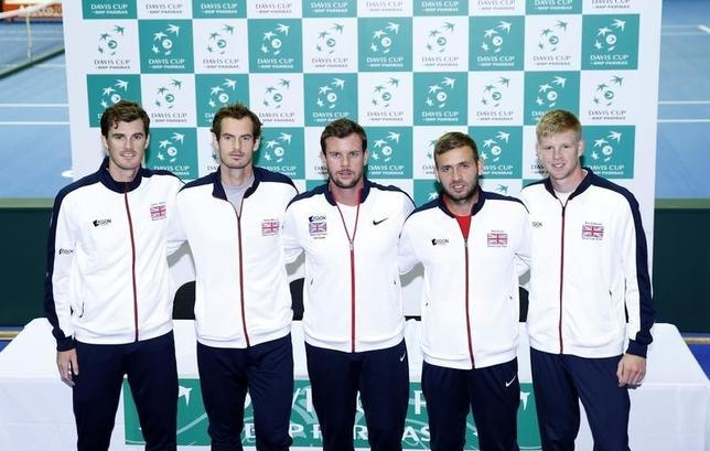 9月15日、男子テニスの国別対抗戦、デビス・カップ(杯)は16日から準決勝が行われる。連覇を目指す英国のアンディ・マリー(左2番目)は「もうひと押しする」と意気込みを語った(2016年 ロイター)