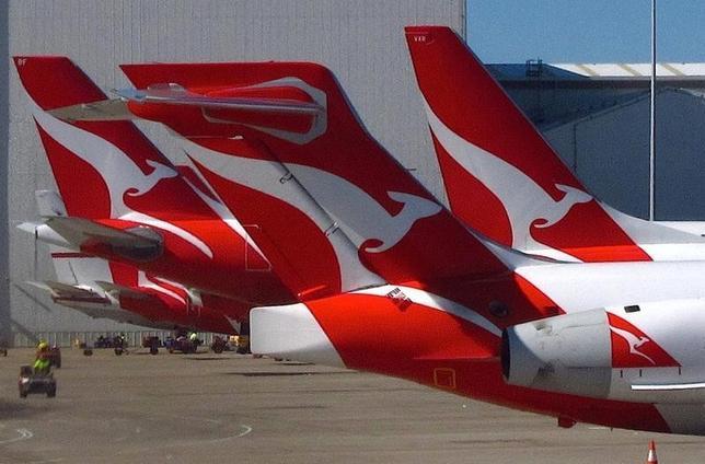 9月16日、豪カンタス航空は、メルボルン━東京間の直行便を12月から毎日運航すると発表した。観光やビジネスで両国の交流が増えていることに対応する。写真のカンタス航空機はシドニー空港国内線ターミナルで7月撮影(2016年 ロイター/David Gray)