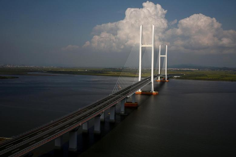 A general view shows the unfinished New Yalu River bridge that was designed to connect China's Dandong New Zone, Liaoning province, and North Korea's Sinuiju, September 11, 2016. REUTERS/Thomas Peter/File Photo