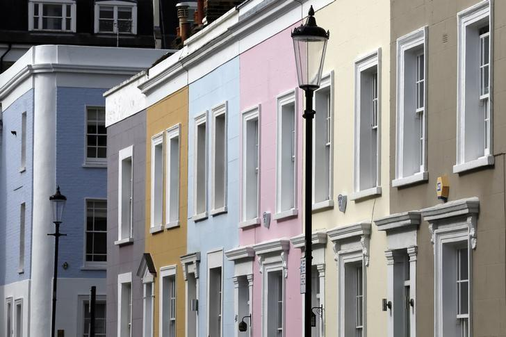 Houses are seen in London October 7, 2013.  REUTERS/Stefan Wermuth
