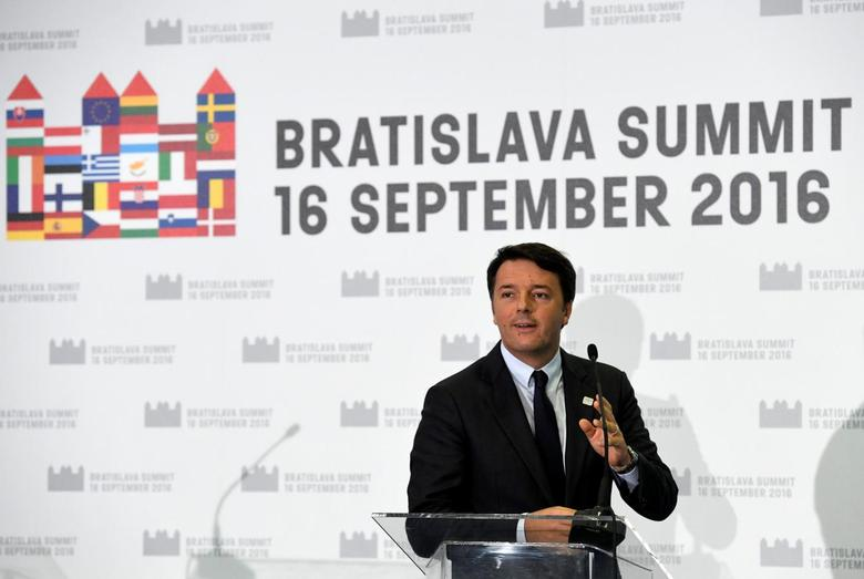 Italy's Prime Minister Matteo Renzi addresses a news conference at the end of a European Union leaders summit in Bratislava, Slovakia, September 16, 2016.  REUTERS/Radovan Stoklasa