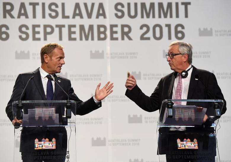 European Council President Donald Tusk (L) and European Commission President Jean Claude Juncker hold a news conference at the end of a European Union summit- the first one since Britain voted to quit- in Bratislava, Slovakia, September 16, 2016. REUTERS/Radovan Stoklasa