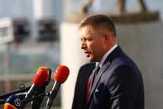 """Hungría, Polonia, República Checa y Eslovaquia están listas para vetar cualquier acuerdo sobre el """"Brexit"""" que limite los derechos de sus ciudadanos a trabajar en Reino Unido, dijo el sábado el primer ministro eslovaco, Robert Fico. En la imagen, Fico en la cumbre de la UE celebrada en Bratislava, el 16 de septiembre de 2016. REUTERS/Leonhard Foeger"""