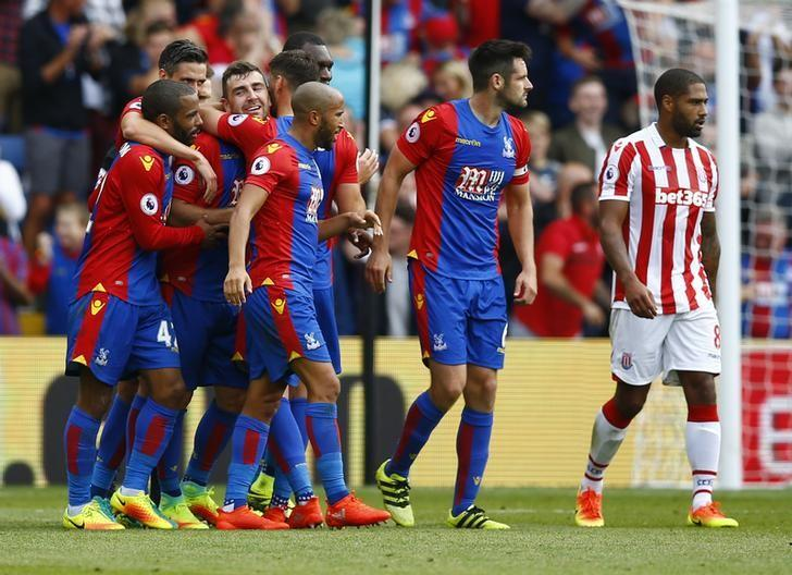 Britain Football Soccer - Crystal Palace v Stoke City - Premier League - Selhurst Park - 18/9/16Crystal Palace's James McArthur celebrates scoring their third goal with team matesAction Images via Reuters / Peter Cziborra/ Livepic