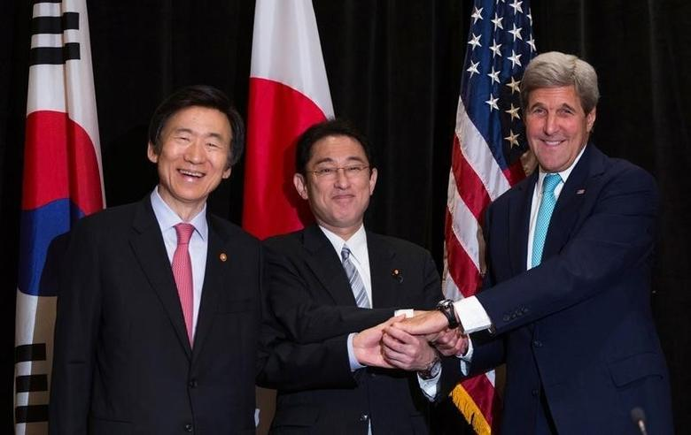 Minister of Foreign Affairs Yun Byung-se of South Korea (L), Minister of Foreign Affairs Fumio Kishida of Japan, and U.S. Secretary of State John Kerry (R) join hands during a meeting between the three leaders in New York, U.S. September 18, 2016. REUTERS/Kevin Hagen/POOL