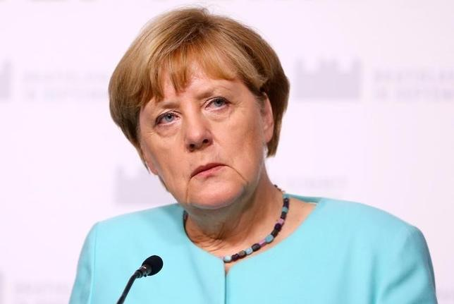9月18日、ドイツの首都ベルリン特別市(州と同格)で行われた議会選では、メルケル首相(写真)率いる与党・キリスト教民主同盟(CDU)の得票率が前回から大幅に低下し、4日のクレンブルク・フォアポンメルン州議会選に続く大敗を喫した。16日撮影(2016年 ロイター/Leonhard Foeger)