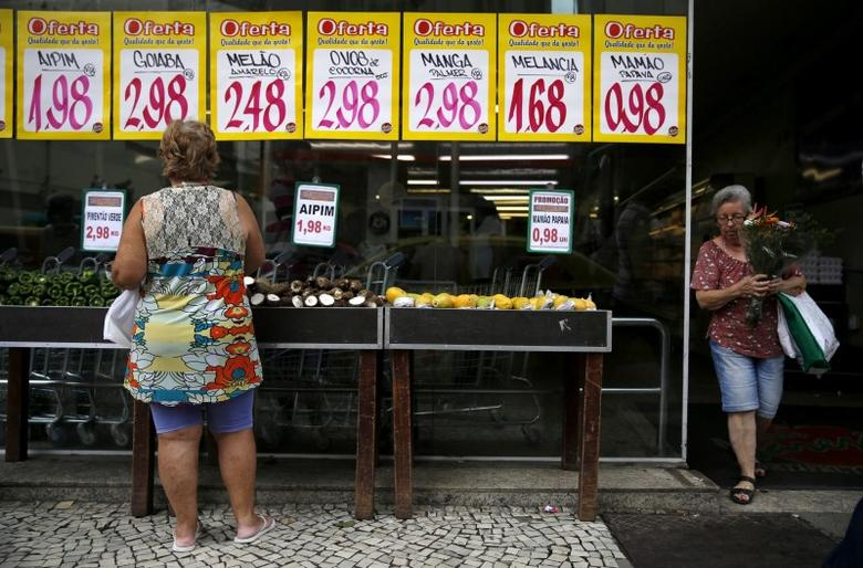 A woman looks on prices at a food market in Rio de Janeiro, Brazil, January 21, 2016. REUTERS/Pilar Olivares/File Photo