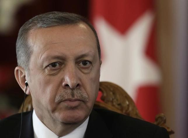 9月19日、トルコのエルドアン大統領は、国連総会の合間にインタビューに応じ、米国は、イスラム教指導者ギュレン師のような「テロリストをかくまう」べきではないと批判し、ギュレン師の活動は世界中で禁止されるべきだと語った。リガで2014年10月撮影(2016年 ロイター/Ints Kalnins)