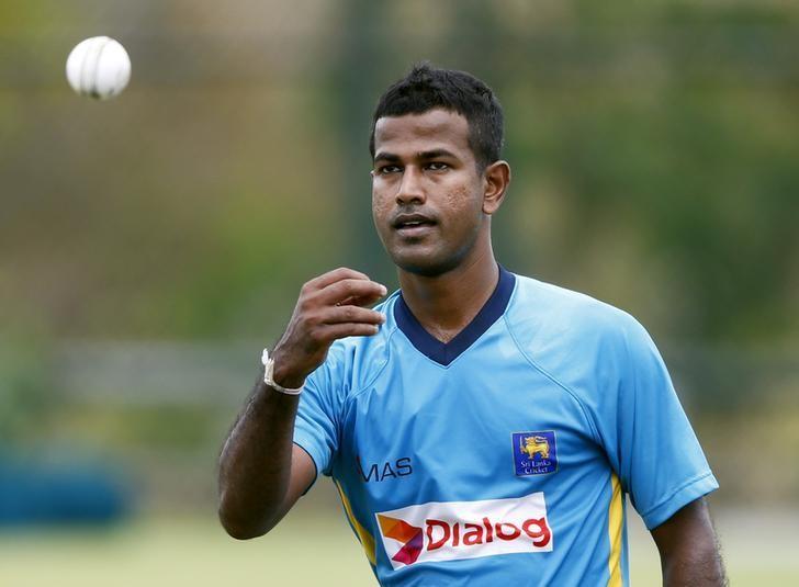 Sri Lanka's Nuwan Kulasekara throws a ball during a practice session ahead of their first ODI (One Day International) cricket match against Pakistan in Hambantota August 22, 2014. REUTERS/Dinuka Liyanawatte