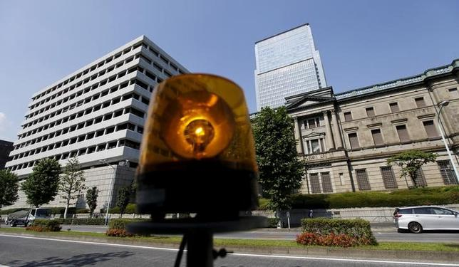 A revolving light is seen in front of Bank of Japan (BOJ) buildings in Tokyo, June 24, 2015.        REUTERS/Toru Hanai/File Photo