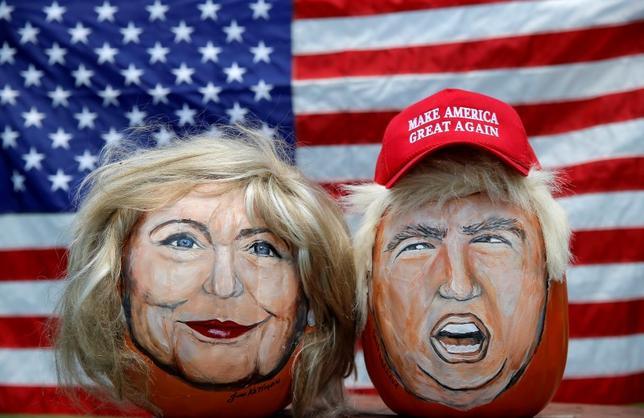 9月19日、米大統領選の民主党候補ヒラリー・クリントン氏(似顔左)と共和党候補のドナルド・トランプ氏(右)が、国連年次総会に合わせて相次いで外国首脳と面会し、外交手腕をアピールした。写真は6月撮影(2016年 ロイター/Jim Young)