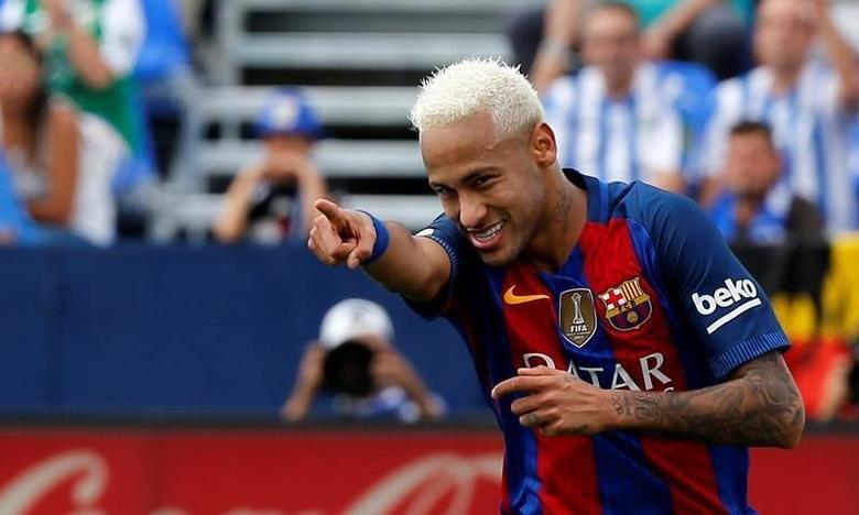 Football Soccer - Spanish Liga Santander - Leganes v Barcelona - Butarque stadium, Leganes, Spain 17/09/16 Barcelona's Neymar celebrates a goal. REUTERS/Sergio Perez