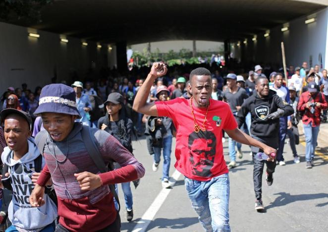 Güney Afrika: Öğrenciler Üniversite Harçlarına Yapılan Zamlara Karşı İsyanda