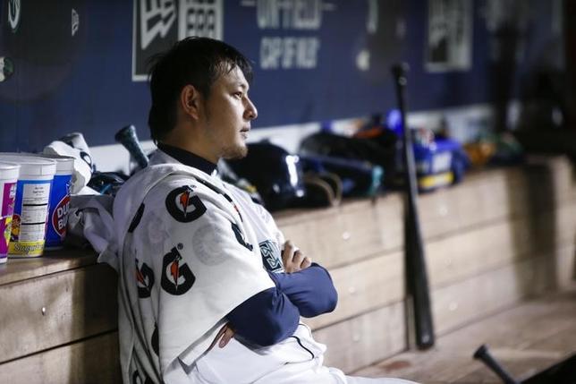 9月20日、MLBマリナーズの岩隈久志投手はブルージェイズ戦に先発登板。今季12敗目(16勝)を喫した(2016年 ロイター/Joe Nicholson-USA TODAY Sports)