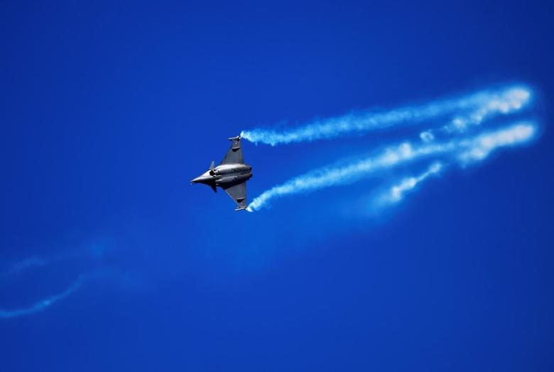 An Dassault Rafale from the French Air Force flies over San Lorenzo beach during an aerial exhibition in northern Spain. REUTERS/Eloy Alonso