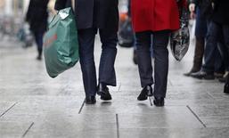 La position de la France dans le palmarès mondial de la richesse financière des ménages s'est dégradée au risque d'entretenir un sentiment de déclassement mais elle reste devant l'Allemagne. /Photo d'archives/REUTERS/Johannes Eisele