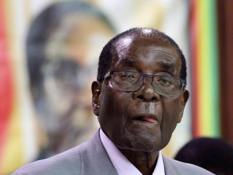 Zimbabwe's President Robert Mugabe addresses the decision making body of his ruling ZANU PF party in Harare, Zimbabwe, September 9, 2016. REUTERS/Philimon Bulawayo