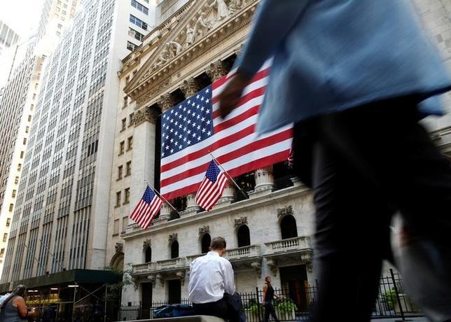 9月21日、米国株式市場は大幅上昇した。写真はニューヨーク証券取引所前で15日撮影(2016年 ロイター/Brendan McDermid)