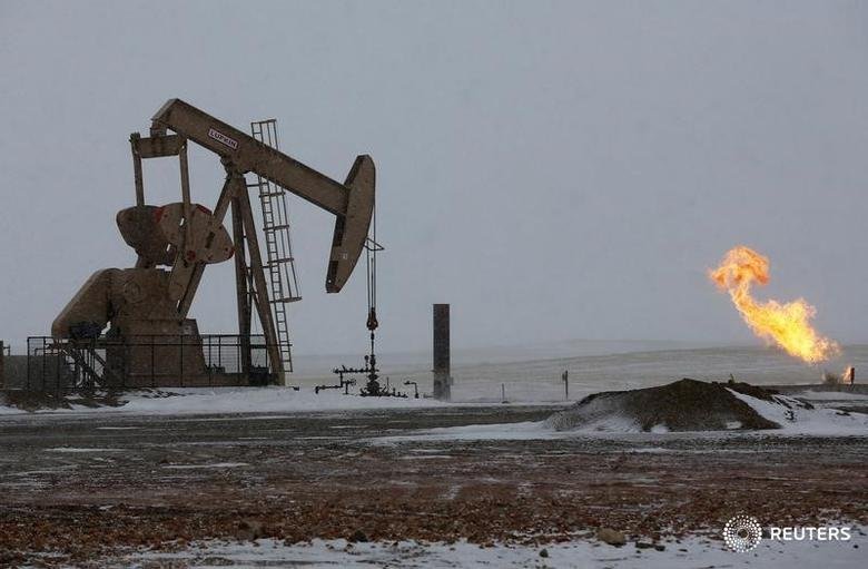 Natural gas flares are seen at an oil pump site outside of Williston, North Dakota March 11, 2013. REUTERS/Shannon Stapleton