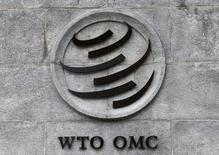 El logo de la Organización Mundial del Comercio (OMC) en su sede en Ginebra, jun 3, 2016. La OMC dijo el jueves que la Unión Europea había fallado a la hora de frenar subsidios por miles de millones de dólares al fabricante de aviones Airbus, lo que llevó a Washington a pedir una inmediata detención del apoyo que, asegura, impacta en su nivel de empleo. REUTERS/Denis Balibouse