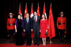 Canada's Prime Minister Justin Trudeau (2nd R) and his wife Sophie Gregoire Trudeau pose with Chinese Premier Li Keqiang (2nd L) and his wife Cheng Hong before the start of a dinner at the Canadian Museum of History in Gatineau, Quebec, Canada, September 22, 2016. REUTERS/Chris Wattie