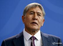 Kyrgyzstan's President Almazbek Atambayev addresses a news conference in Berlin, April 1, 2015.   REUTERS/Fabrizio Bensch/File Photo - RTSOGYM