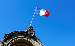 Bandeira nacional francesa vista em Paris.    04/05/2016       REUTERS/Jacky Naegelen