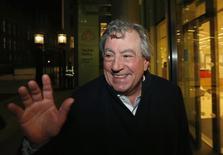 Ator Terrry Jones sorri em evento em Londres. 30/11/2012.  REUTERS/Suzanne Plunkett