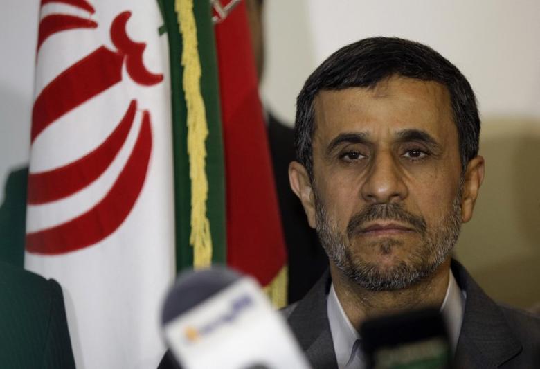 Mahmoud Ahmadinejad visits Imam Ali shrine in Najaf, Iraq, July 19, 2013. REUTERS/Karim Kadim/Pool