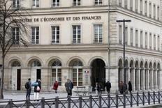 Le Haut conseil des finances publiques se montre sceptique sur les objectifs de baisse des déficits du gouvernement et doute de la capacité de la France à ramener son déficit public sous le seuil de 3% du produit intérieur brut (PIB) l'an prochain. /Photo d'archives/REUTERS/Charles Platiau