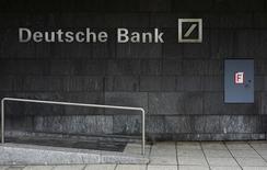 El regulador financiero alemán Bafin no está trabajando en un plan de emergencia para Deutsche Bank, dijeron el miércoles dos fuentes con conocimiento de la situación.. En la imagen, el logotipo de Deutsche Bank en Fráncfort, Alemania, el 26 de enero de 2016. REUTERS/Kai Pfaffenbach