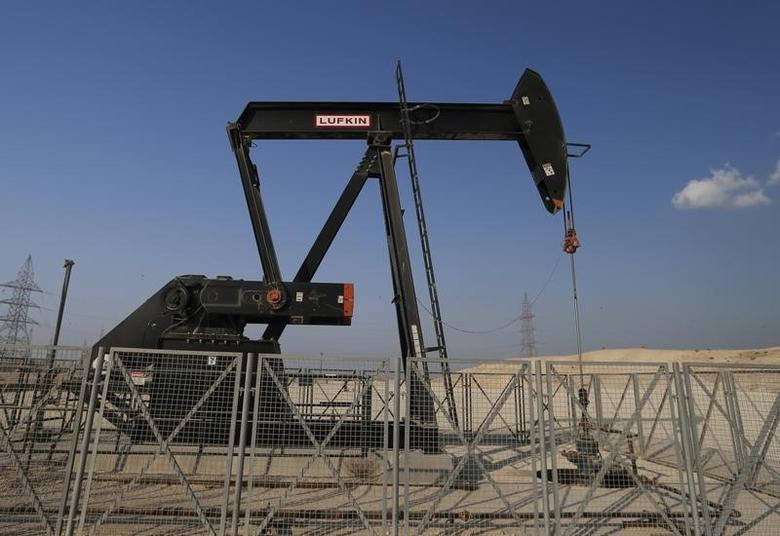 2014年10月11日,巴林首都麦纳麦以南油田内的抽油机。REUTERS/Hamad I Mohammed