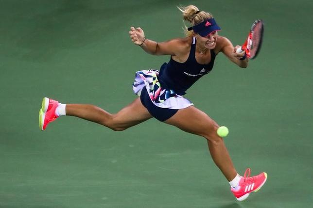 9月28日、女子テニスの武漢オープン3回戦、世界ランク1位で第1シードのアンゲリク・ケルバー(写真)は第14シードのペトラ・クビトバに7─6、5─7、4─6で敗れた(2016年 ロイター)