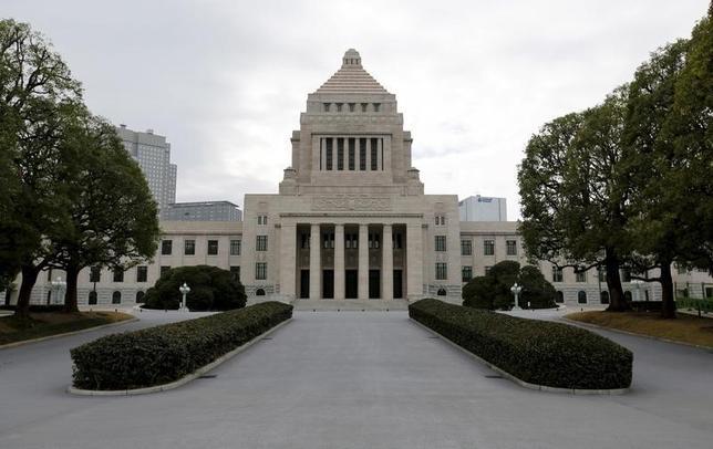 9月29日、カジノ合法化を目指す超党派の議員連盟は、カジノを含む統合型リゾート(IR)を解禁するための法案(IR推進法案)について今臨時国会で審議入りし、成立させる方針を確認した。写真は今年2月撮影(2016年 ロイター/Toru Hanai)