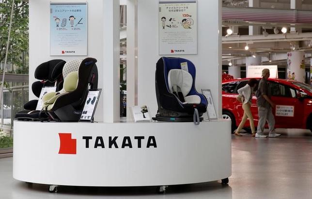 9月29日、相次ぐエアバッグ事故で経営悪化が懸念されるタカタの再建について、スポンサー企業選びの入札に参加したダイセルなど5グループすべてが、出資の前提として同社の法的整理を提案していることが分かった。写真はタカタのショールーム、都内で5月撮影(2016年 ロイター/Toru Hanai)