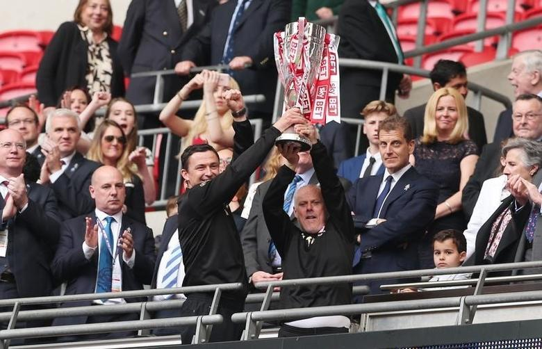 Britain Soccer Football - Barnsley v Millwall - Sky Bet Football League One Play-Off Final - Wembley Stadium - 29/5/16Barnsley manager Paul Heckingbottom and assistant manager Tommy Wright celebrate with the trophy  after winning the Sky Bet Football League One Play-Off FinalMandatory Credit: Action Images / Matthew ChildsLivepic