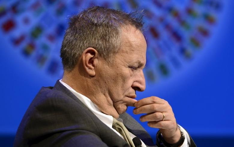 File photograph of former U.S. Treasury Secretary Lawrence Summers awaits the start of a seminar on ''The New Normal in Asia: Will Growth Inevitably Slow?'' at the IMF and World Bank's 2015 Annual Spring Meetings, in Washington, April 16, 2015. REUTERS/Mike Theiler