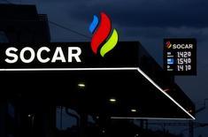 Логотип компании SOCAR на автозаправочной станции в Берне. Государственная нефтекомпания Азербайджана SOCAR заинтересована в инвестировании в расширение газохранилища в Болгарии и хранении там азербайджанского газа, сообщило министерство энергетики Болгарии в пятницу. REUTERS/Ruben Sprich