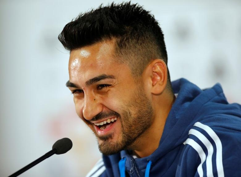 German national soccer player Ilkay Guendogan attends a news conference in Frankfurt, Germany, October 6, 2015.   REUTERS/Ralph Orlowski