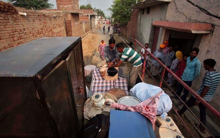 Villagers load their belongings onto a tractor trolley to move to a safer place, in the Pul Kanjari village, near the Wagah border in Punjab, September 30, 2016. REUTERS/Munish Sharma/Files