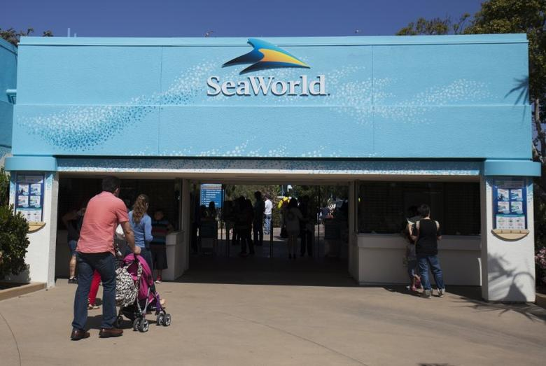 Visitors attend the animal theme park SeaWorld in San Diego, California March 19, 2014   REUTERS/Mike Blake