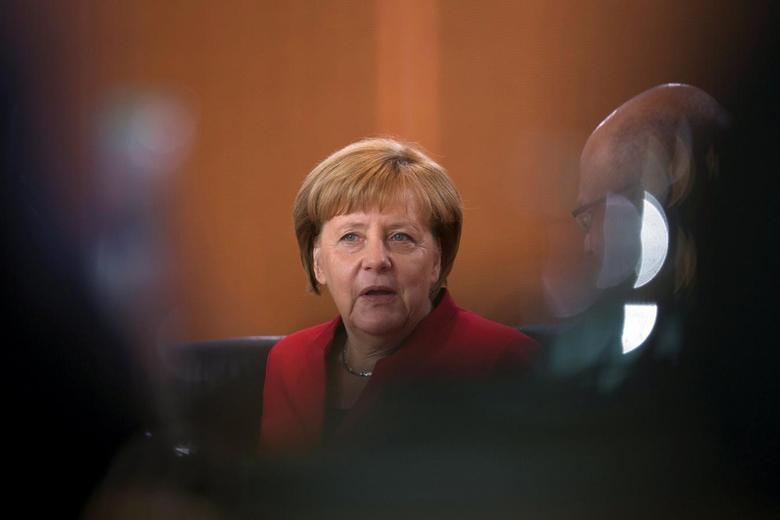 German Chancellor Angela Merkel attends a cabinet meeting at the Chancellery in Berlin, Germany September 28, 2016. REUTERS/Axel Schmidt