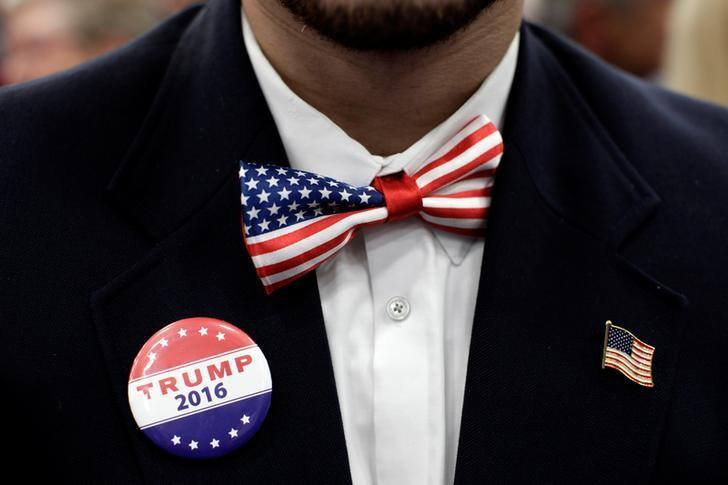 A supporter of Republican presidential nominee Donald Trump attends a campaign rally in Manheim, Pennsylvania, U.S., October 1, 2016.  REUTERS/Mike Segar